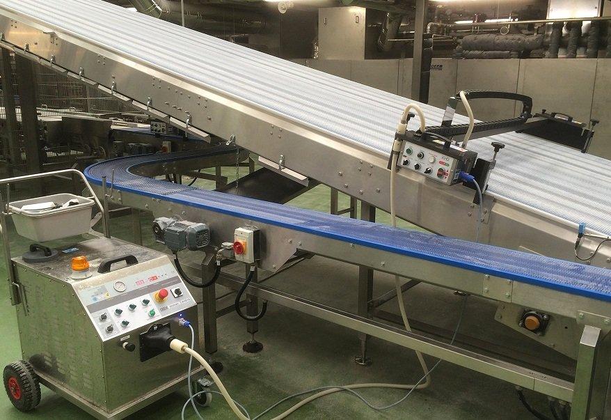 Automatisme de nettoyage vapeur pour convoyeur